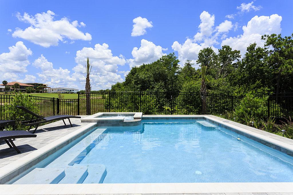 Reunion Resort 629's pool