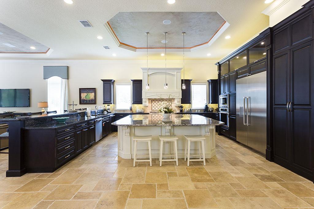 Spacious, modernly designed kitchen