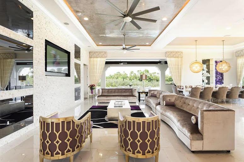 Reunion Resort 7500's lounge area