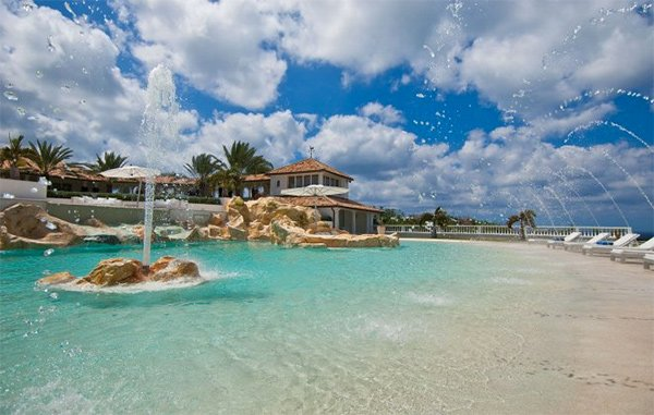 Saint Martin, in the Caribbean, has some amazing villas