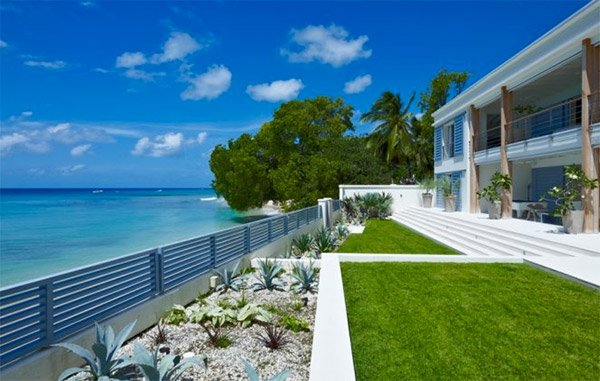 Lots of short-term rentals in Barbados are right by the beach