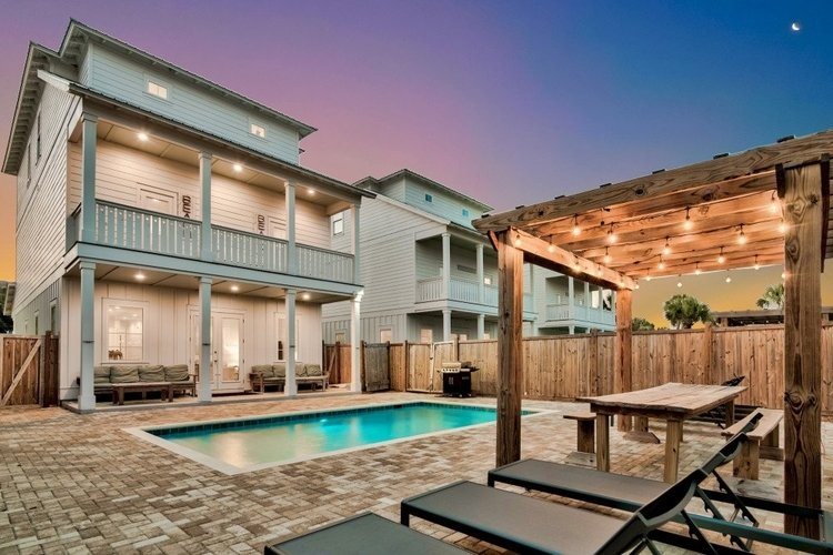 Villas in Destin for large groups