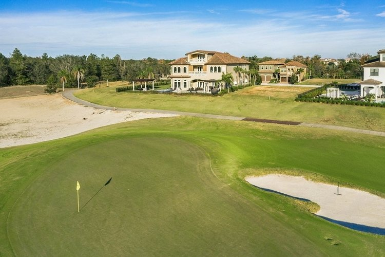 These villas in Orlando have great golf course views