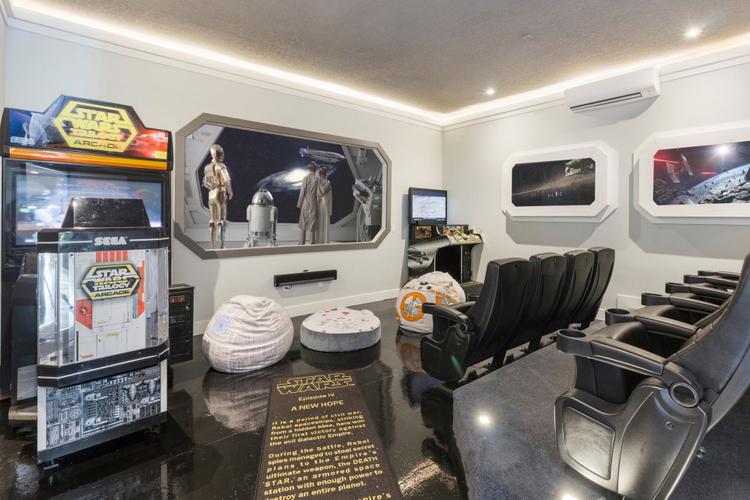 Accommodation near Galaxy's Edge Orlando