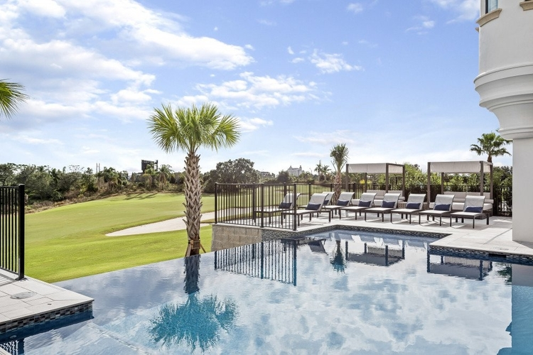 Infinity-edge pool overlooking the Nicklaus golf course