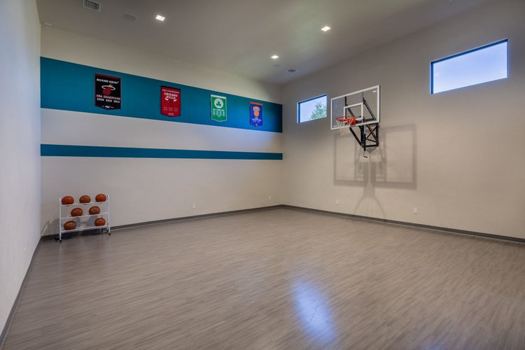 Reunion Resort 15000 features an indoor basketball court