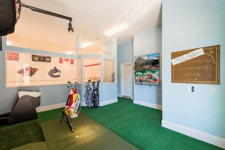 Reunion Resort 300 has a hi-tech golf simulator