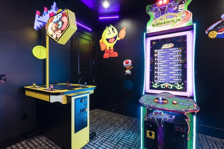 Inside this game room there is a number of arcade machines to play