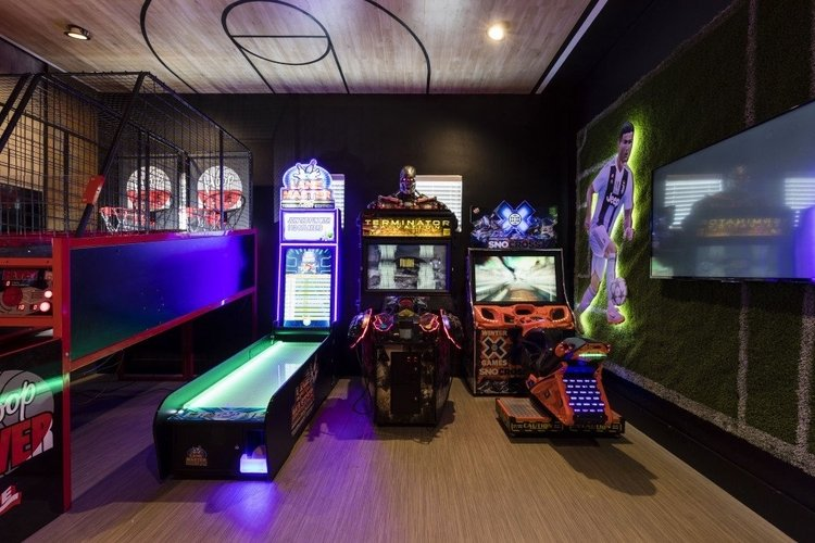 As well as arcade machines,the game room in Reunion Resort 5500 has a basketball game and skeeball.