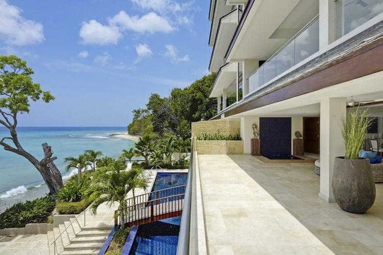 Beachfront villa with private pool and sea view