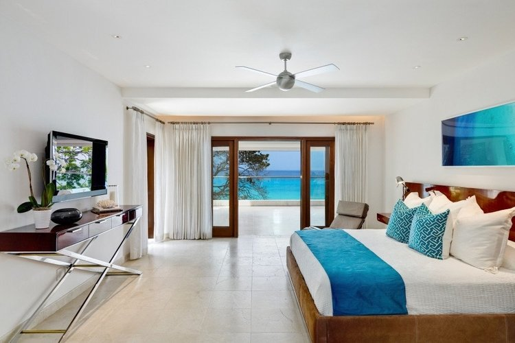 King-size bedroom with private balcony and sea view