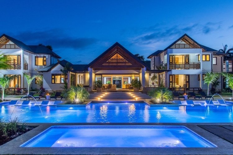 Large villa overlooks private pool and hot tub