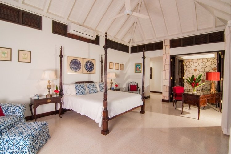 King-size bedroom with private terrace and outdoor seating