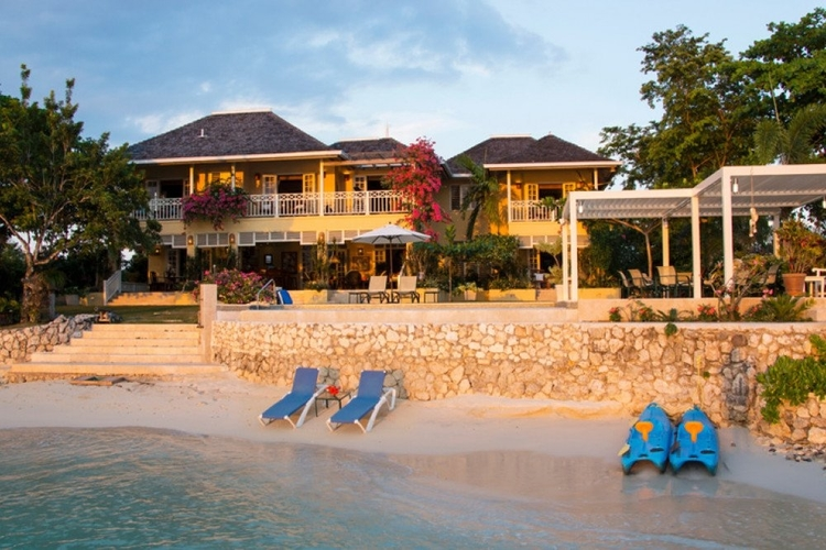 5 bedroom home in Jamaica with private beach