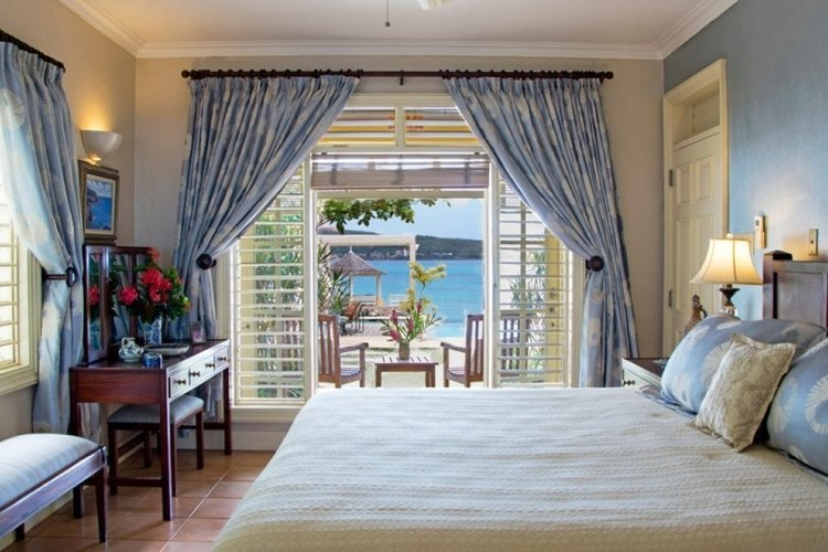 King-size bedroom with private outdoor terrace and en-suite bathroom