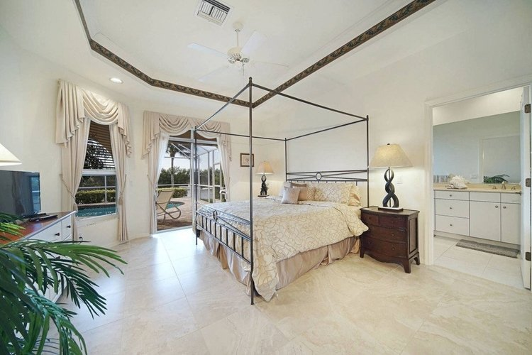 The master bedroom benefits from an en-suite bathroom and direct access to the pool