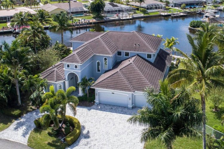 This beautiful waterfront villa is located in Cape Coral, directly on the riverfront