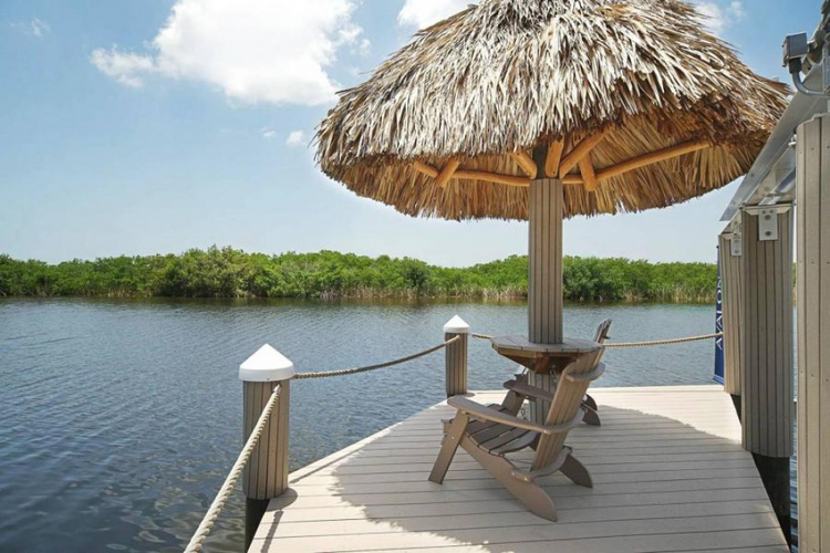 There is a private boat dock which has a Tiki hut and relaxing loungers, perfect for watching the Florida sunsets
