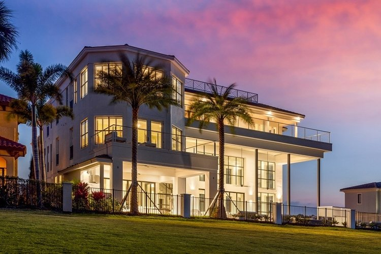 Located in Reunion Resort in Orlando, this large villa has 14 bedrooms and can accommodate up to 34 guests