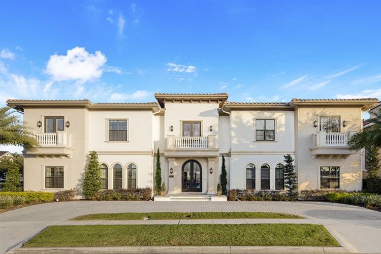 Family-friendly villa in Orlando, accommodates 14 guests
