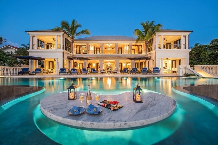 Luxurious villa in the Caribbean with an in-house chef
