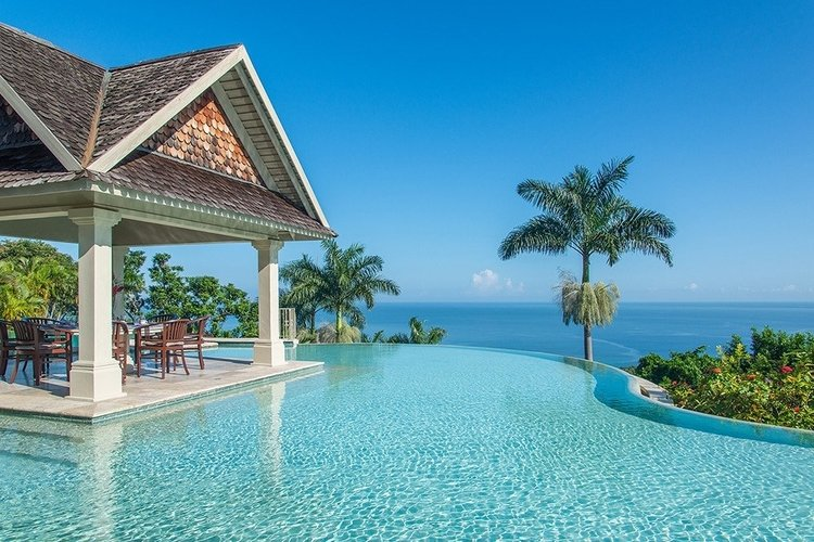 Luxury villa in Jamaica with infinity pool overlooking the Caribbean Sea