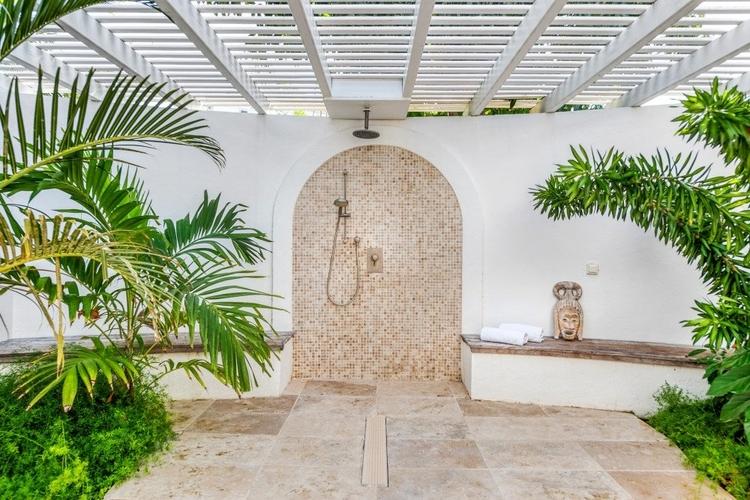 This luxury villa has two outdoor bathrooms