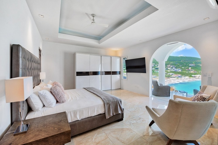 The bedroom overlooks the sea and has access to a private balcony