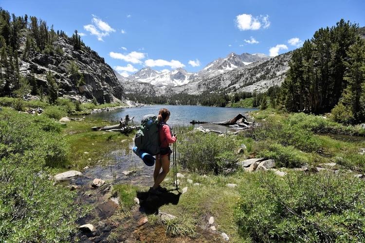 Hiker enjoying the lake view in Mammoth Lakes