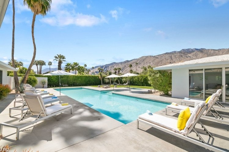Beautiful Palm Springs villas with pools