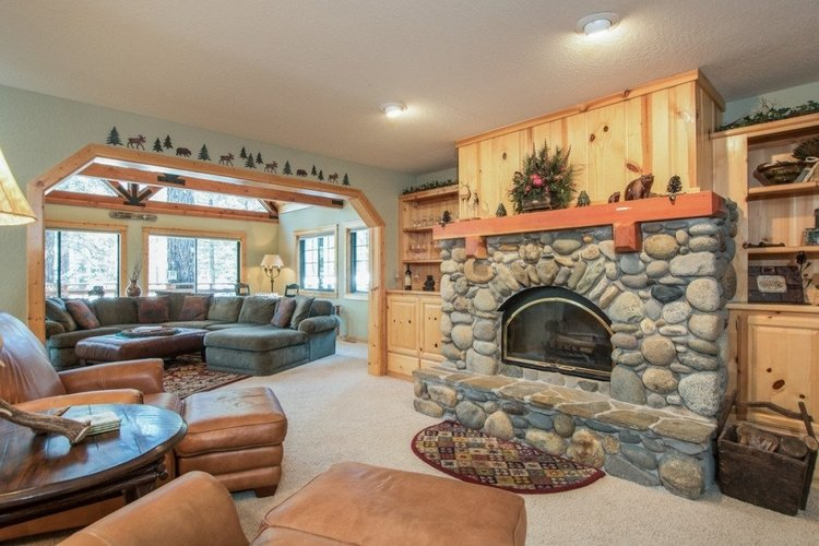 This beautiful Lake Tahoe lodge has plenty of room for all the family