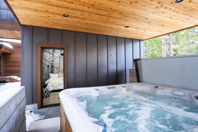 Lake Tahoe cabins with hot tubs and jacuzzi