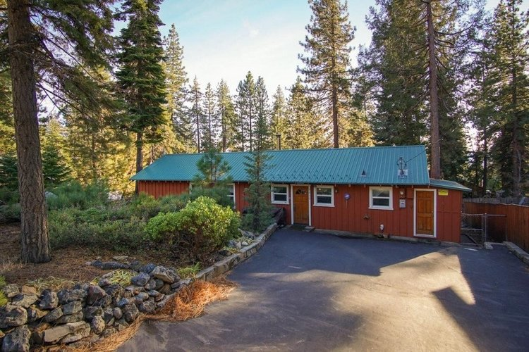 This beautiful home is one of the many pet-friendly cottages in Lake Tahoe