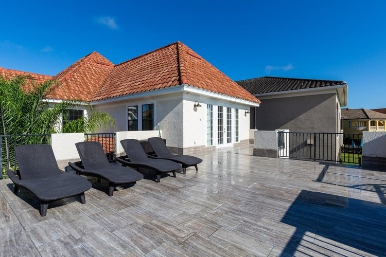 Sunny roof terrace Reunion Resort 24
