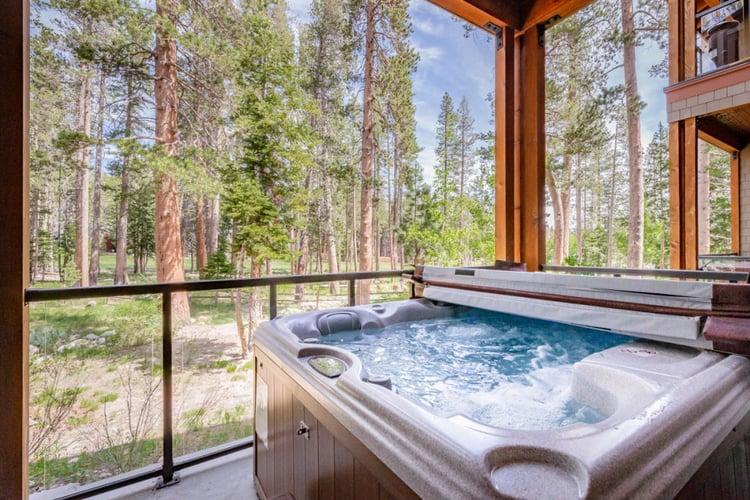 Mammoth Lakes 72 views from hot tub