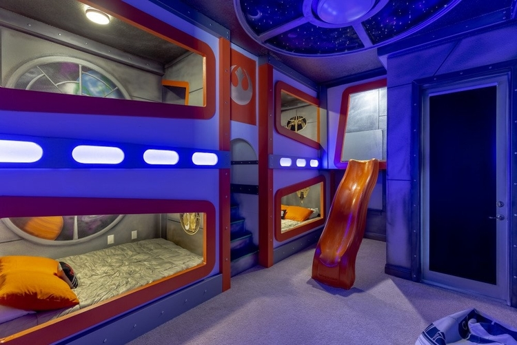 Resort Reunion 667 themed space cadet room