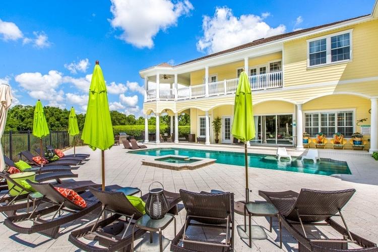 Reunion Resort 398 poolside
