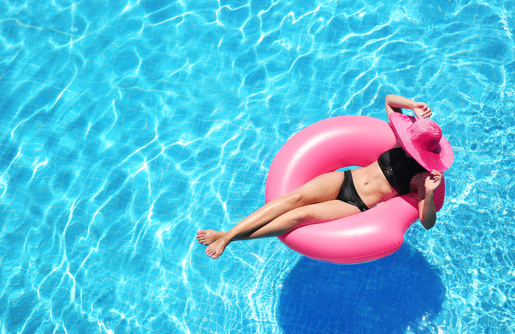 Woman relaxing in a pool in one of our Orlando resorts with water parks