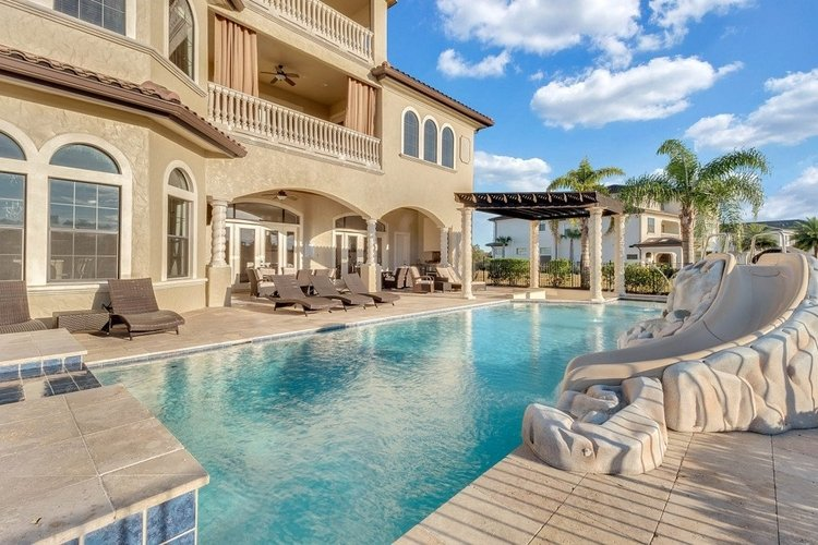 Reunion Resort 2000 is one of our wow factor Orlando villas with waterslides