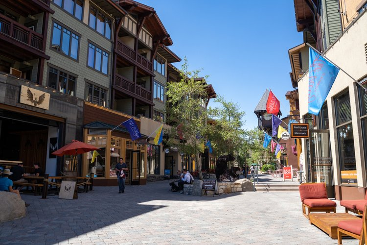 Mammoth Mountain village offers a wealth of shops, bars, restaurants and annual events to keep you satisfied!