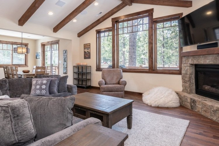 Why choose an Airbnb in Mammoth Lakes when you can choose this cabin instead?