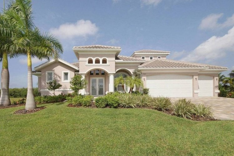 Cape Coral 135 is one of our pet-friendly vacation rentals in Cape Coral