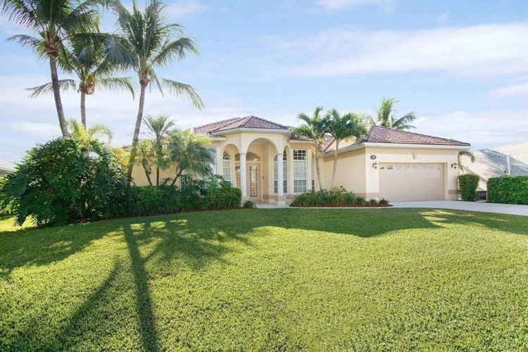 There is a number of pet-friendly vacation rentals in Cape Coral