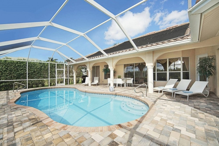 This pet-friendly vacation home in Cape Coral has a fully enclosed garden