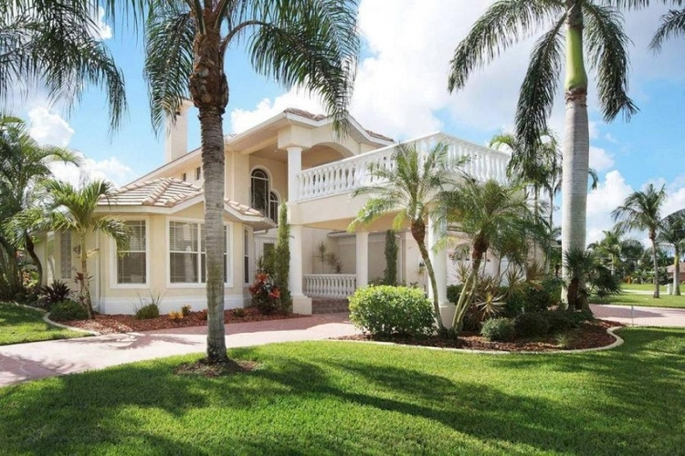This pet-friendly vacation rental in Cape Coral is in one of the most prestigious areas in the city