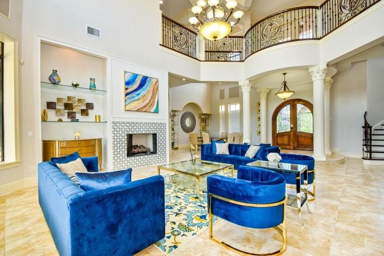 Reunion Resort 1013 provides a lavish 6 bedroom villa for wedding groups of 12