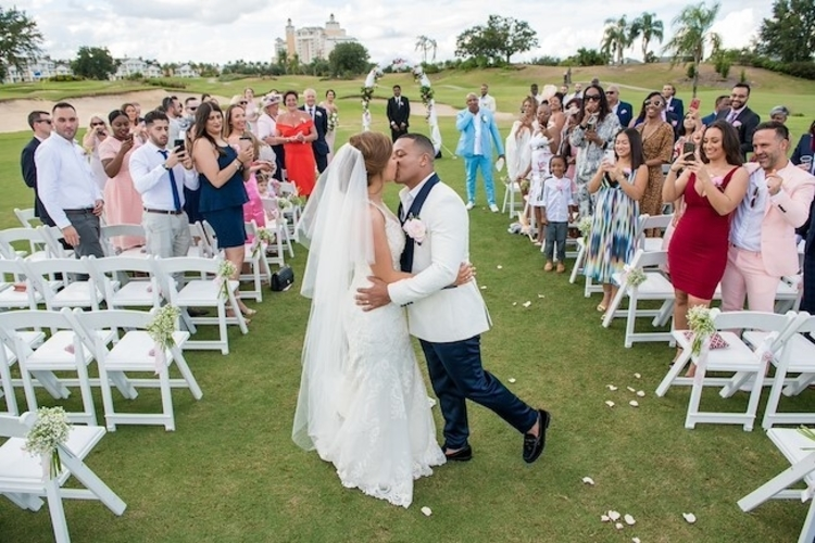 As amazing wedding venues in Orlando go, the golfers ceremony at Reunion Resort is one to remember