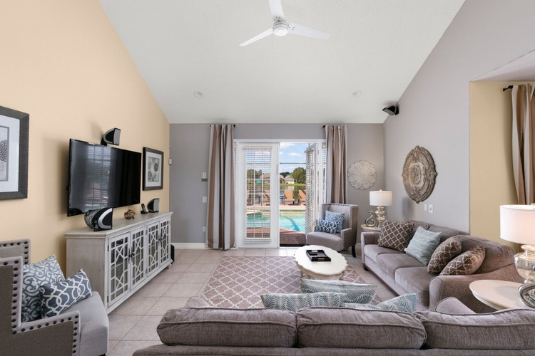 This Formosa Gardens vacation home is just 3 miles to Disney World