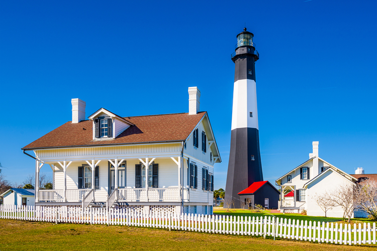 The 2 week itinerary offers an ocean-based USA road trip, full of southern charm!