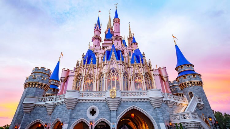 Family reunions don't get more fun than nearby the Orlando theme parks!